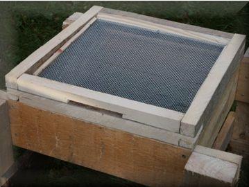 A Varroa mesh floor